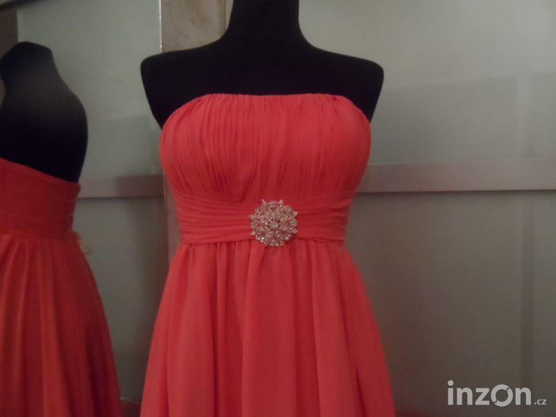 86b98f7b67a7 Prodám plesové šaty